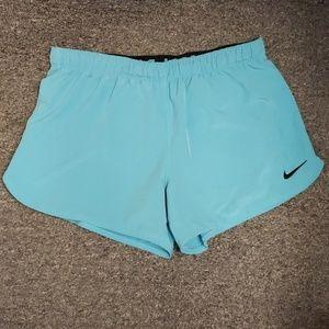 💜 NWOT Women's Nike active shorts size M